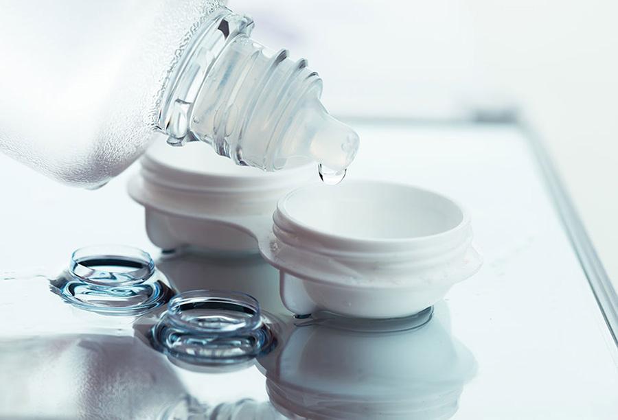 Những điều cần biết về dung dịch rửa và ngâm kính áp tròng