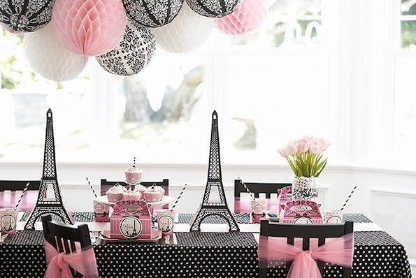 Eiffel tower centerpieces on table