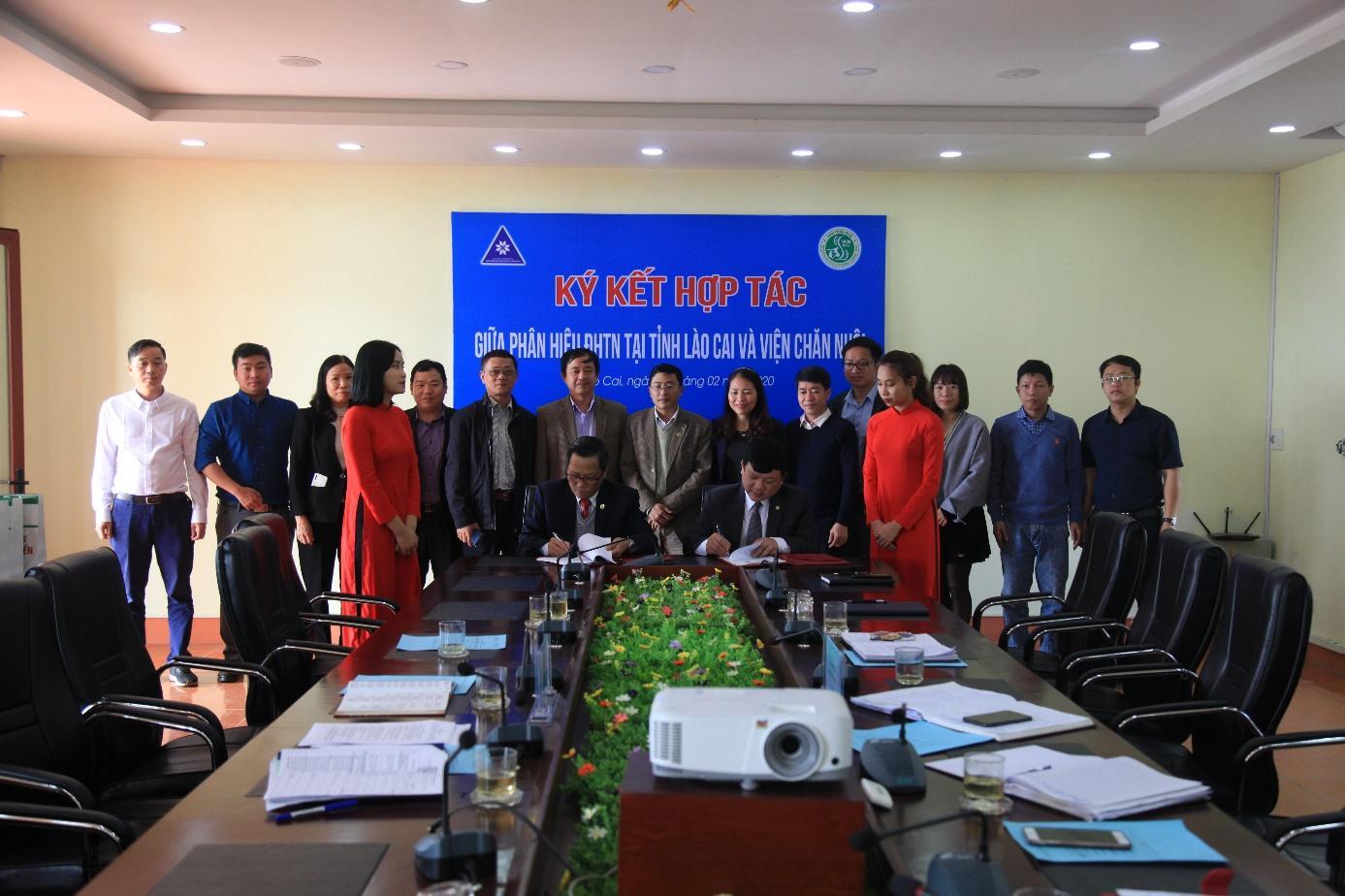 Ký kết hợp tác giữa Phân hiệu Đại học Thái Nguyên tại tỉnh Lào Cai  với Viện Chăn nuôi