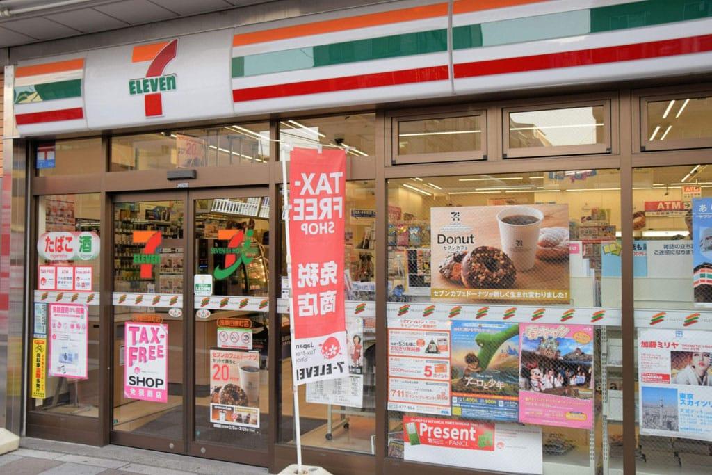 Chuỗi cửa hàng tiện lợi Seven Eleven cũng sử dụng cửa trượt tự động