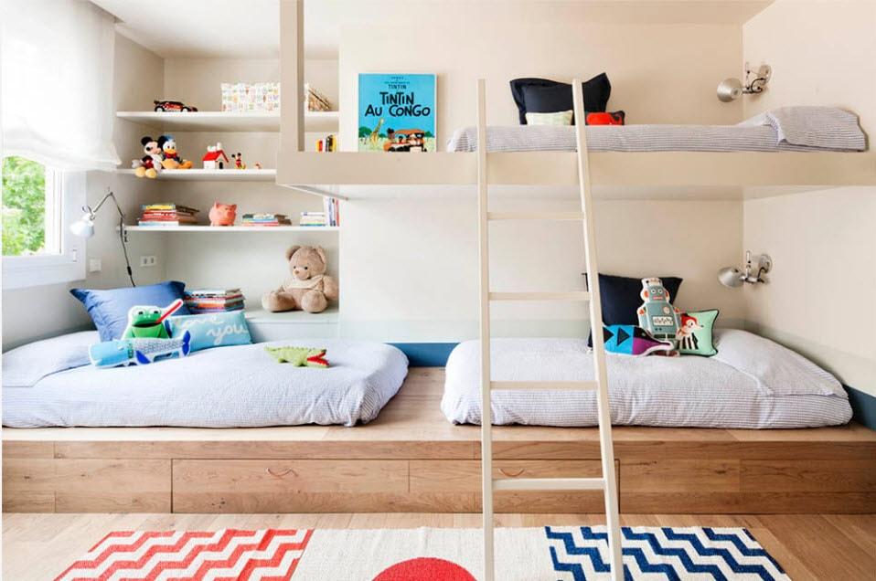 Кровать-подиум в детской комнате.