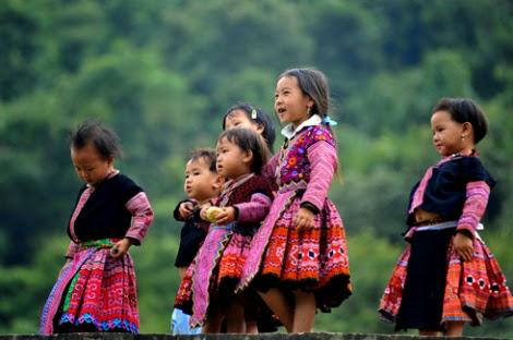 Tiếng nhạc trên trang phục người Mông ở Mộc Châu
