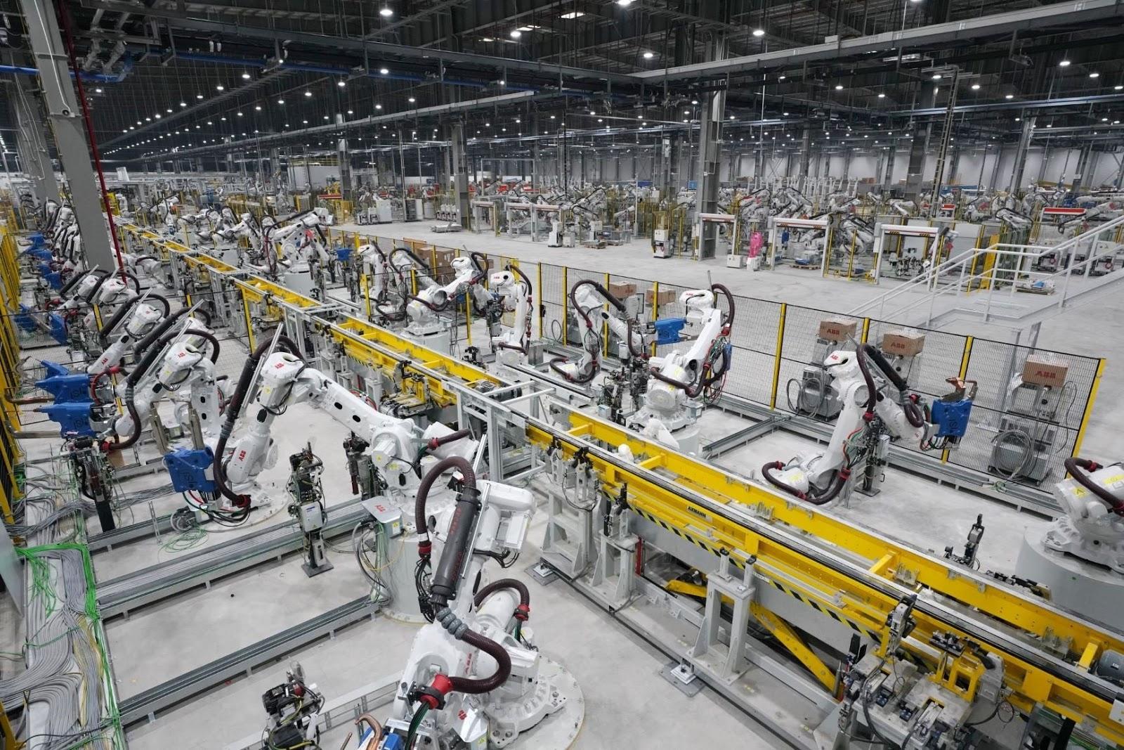 """Nếu nghĩ máy móc công nghiệp phải """"hoành tráng"""" thế này thì chưa chắc đã chính xác"""