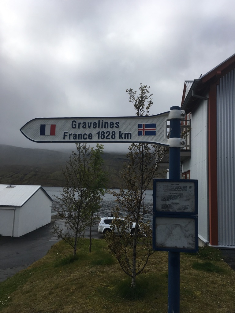 French sign in Fáskrúðsfjörður pointing to the French town of Gravelines