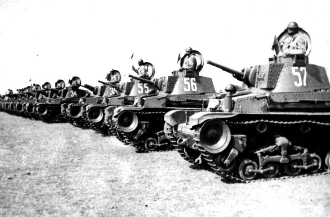 Všech 10 tanků LT-35 bulharské armády.jpg