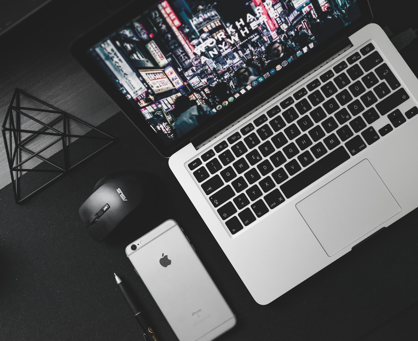 How To Earn A Steady Income From Blogging - Laptop and iPhone