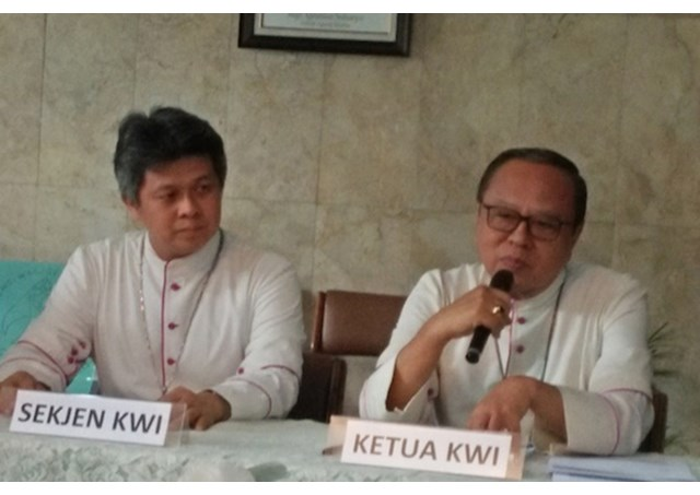 Archbishop Ignatius Suharyo of Jakarta (right) at the annual meeting of Indonesia's Catholic Bishops.  - RV