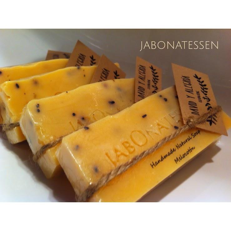 Jabón natural melocotón, riquísimo aroma natural.