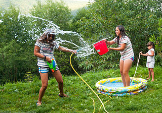 Kids_water_fight.jpg