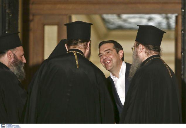 Ο πρωθυπουργός υποδέχθηκε τον Αρχιεπίσκοπο και την συνοδεία του στα σκαλιά του Μαξίμου - Φωτογραφία: Intimenews/ΤΖΑΜΑΡΟΣ ΠΑΝΑΓΙΩΤΗΣ