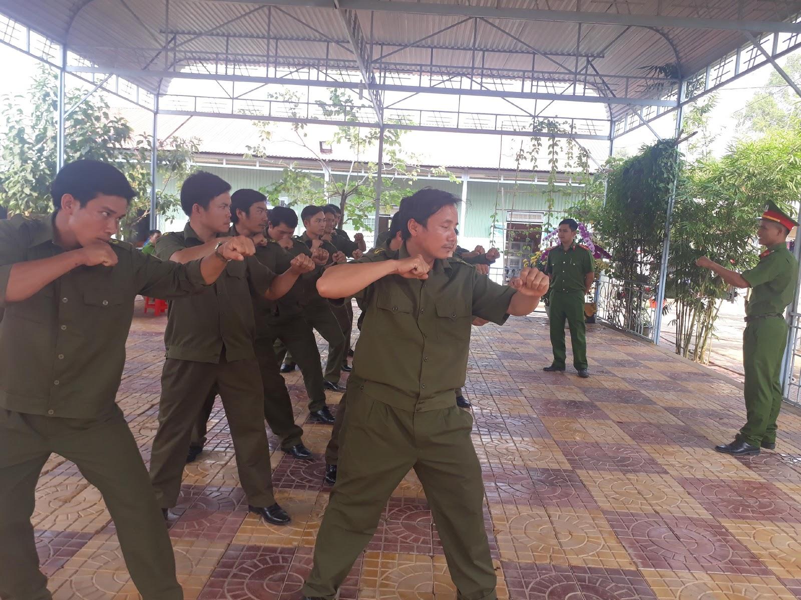 Công an huyện Ia H'Drai khai giảng lớp tập huấn Điều lệnh và huấn luyện quân sự, võ thuật lực lượng Công an xã năm 2018