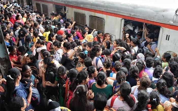 mumbai train peak hours