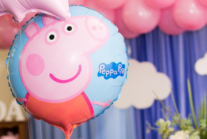 balão da Peppa Pig para decoração de festa de aniversário