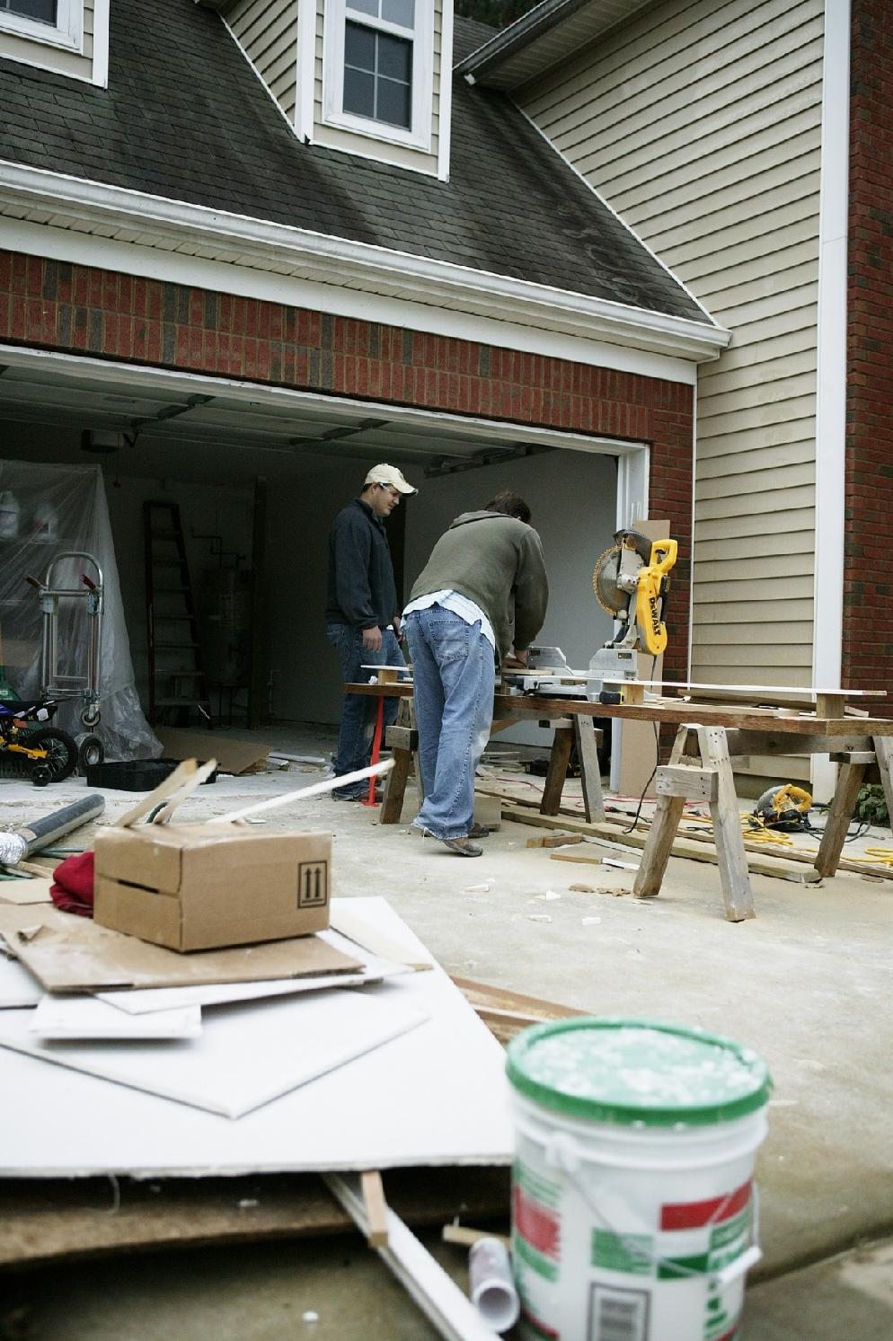 http://upload.wikimedia.org/wikipedia/commons/d/d9/FEMA_-_42429_-_Home_Repair_after_Flood.jpg