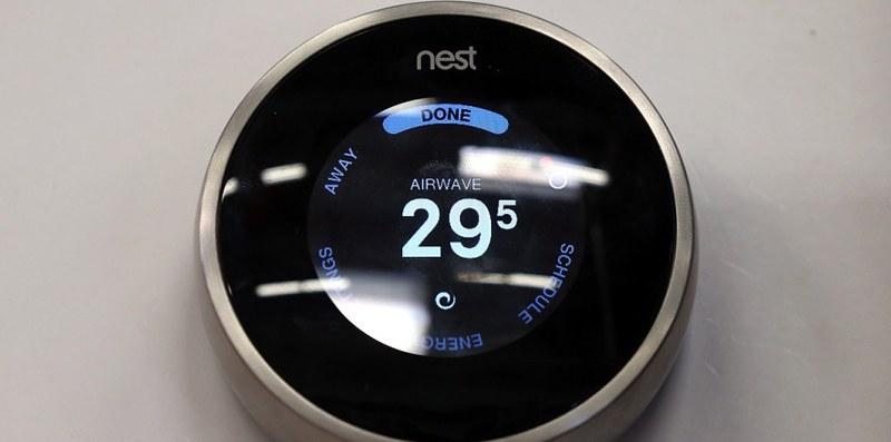 Google Nest Mini displaying Airwave Data