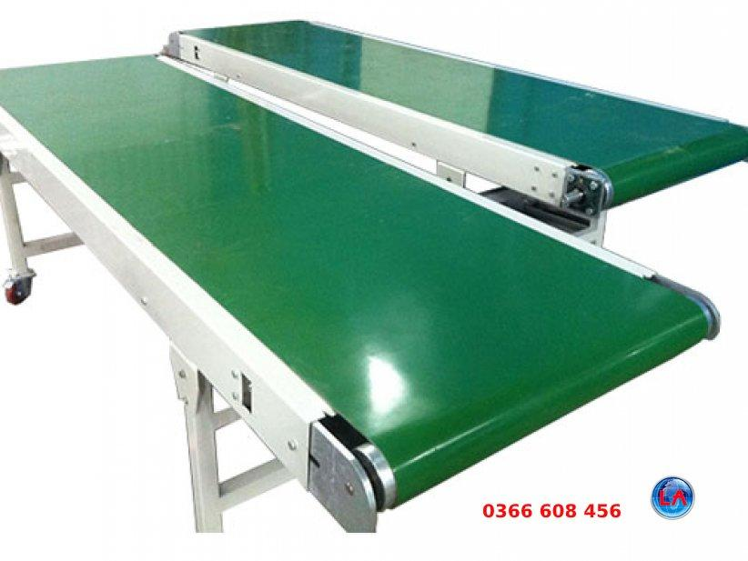 A picture containing table, green, furnitureDescription automatically generated