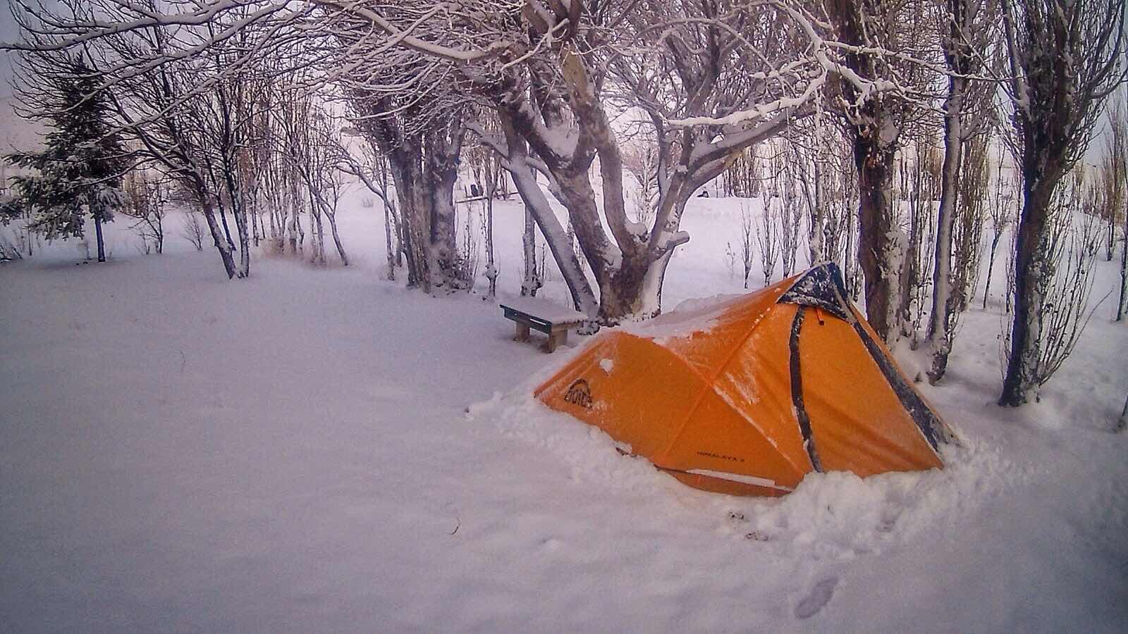 Acampando en nieve en Patagonia Argentina