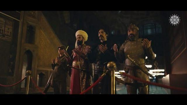 سربازان ترک از دورههای مختلف تاریخی در ایاصوفیه عبادت میکنند
