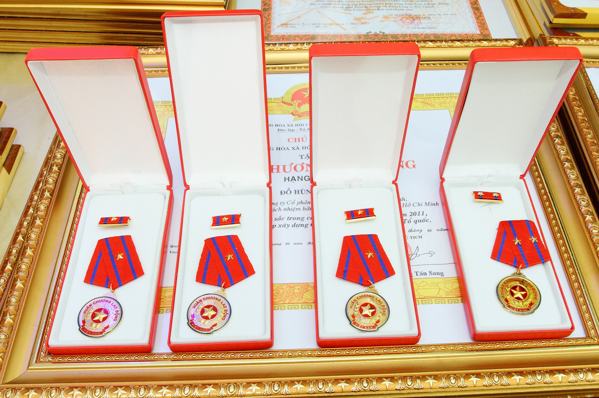 Huân chương và huy chương