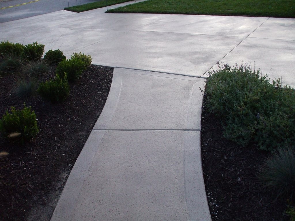 How to Paint Your Concrete Driveway: Quick and Easy Tips