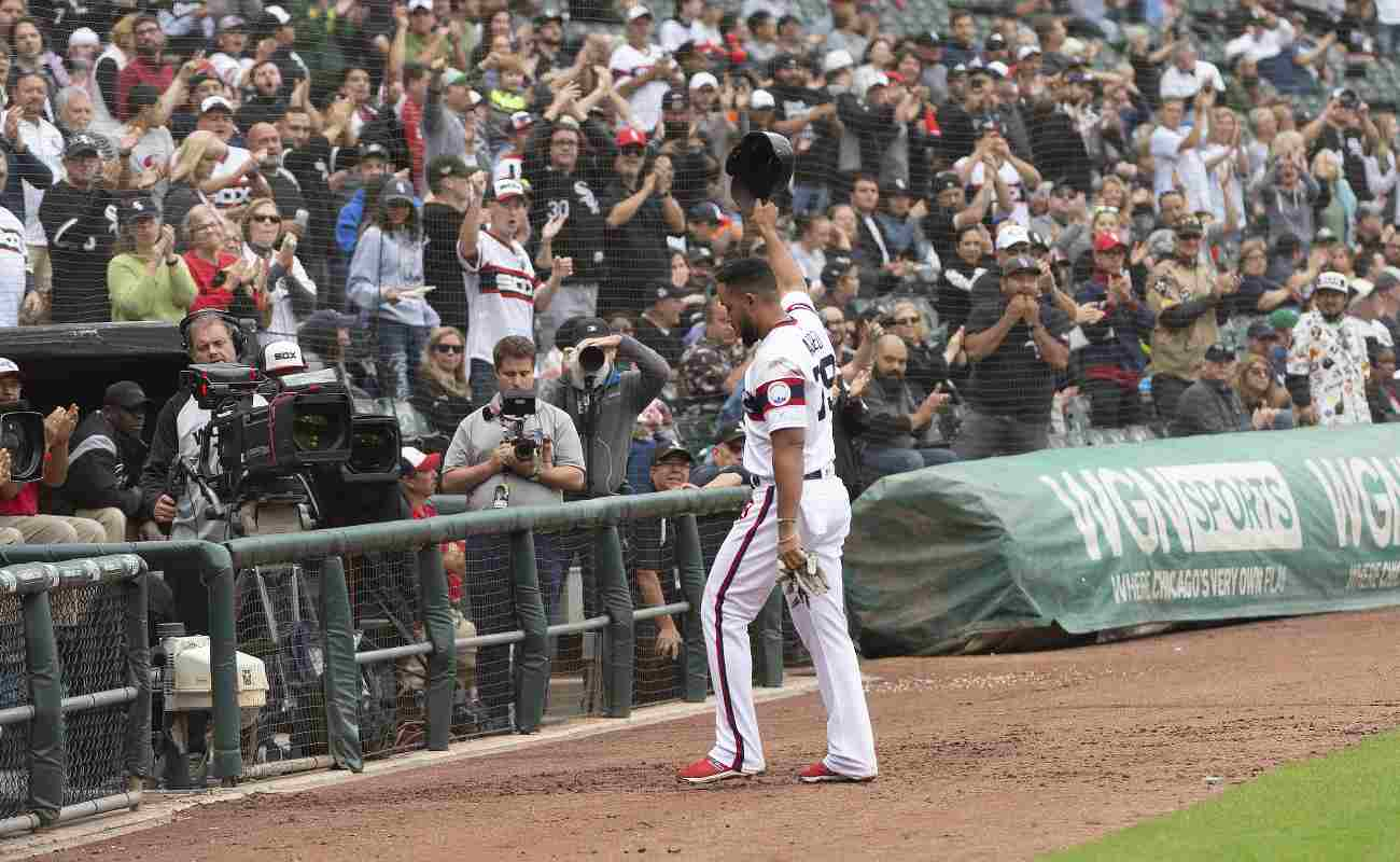 Chicago White Sox player Jose Abreu thanks fans after winning the American League RBI title