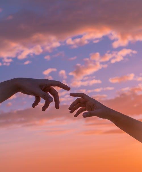 hands aesthetic.jpeg