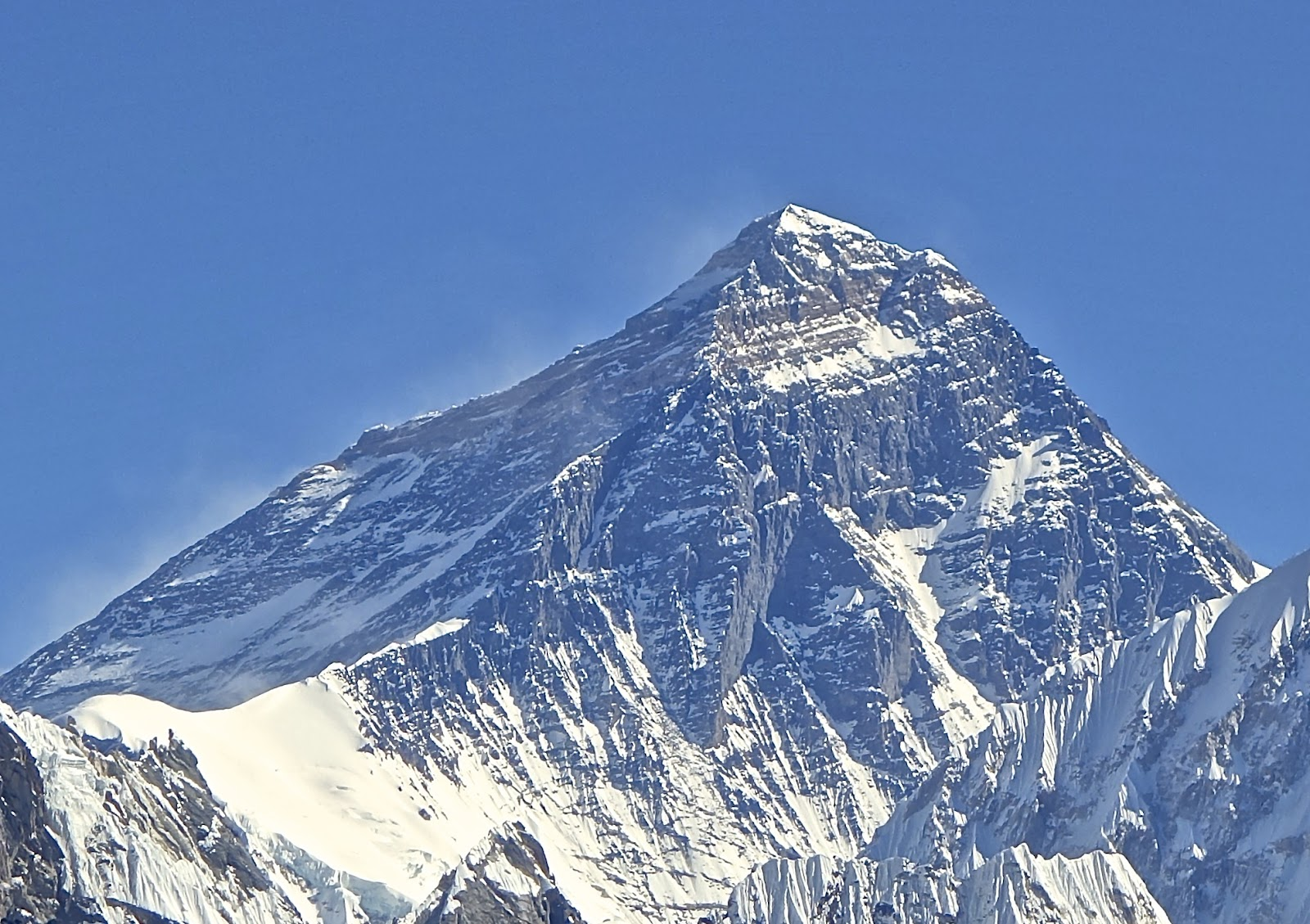 Mt._Everest_from_Gokyo_Ri_November_5,_2012_Cropped.jpg
