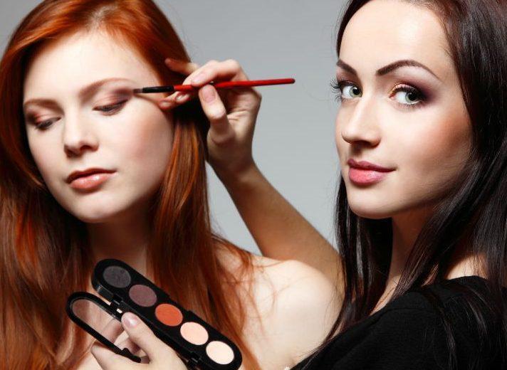 C:\Users\Stevo Bujica\Desktop\TEKST\makeup-artist-hero-1-712x520.jpg
