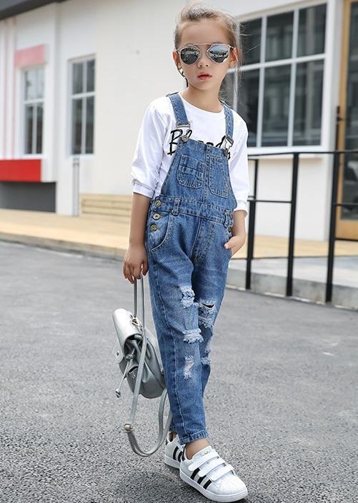 spodnie ogrodniczki jeansowe z dziurami dla dziewczynki1