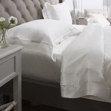 Ivory 4PC's silk duvet cover set.