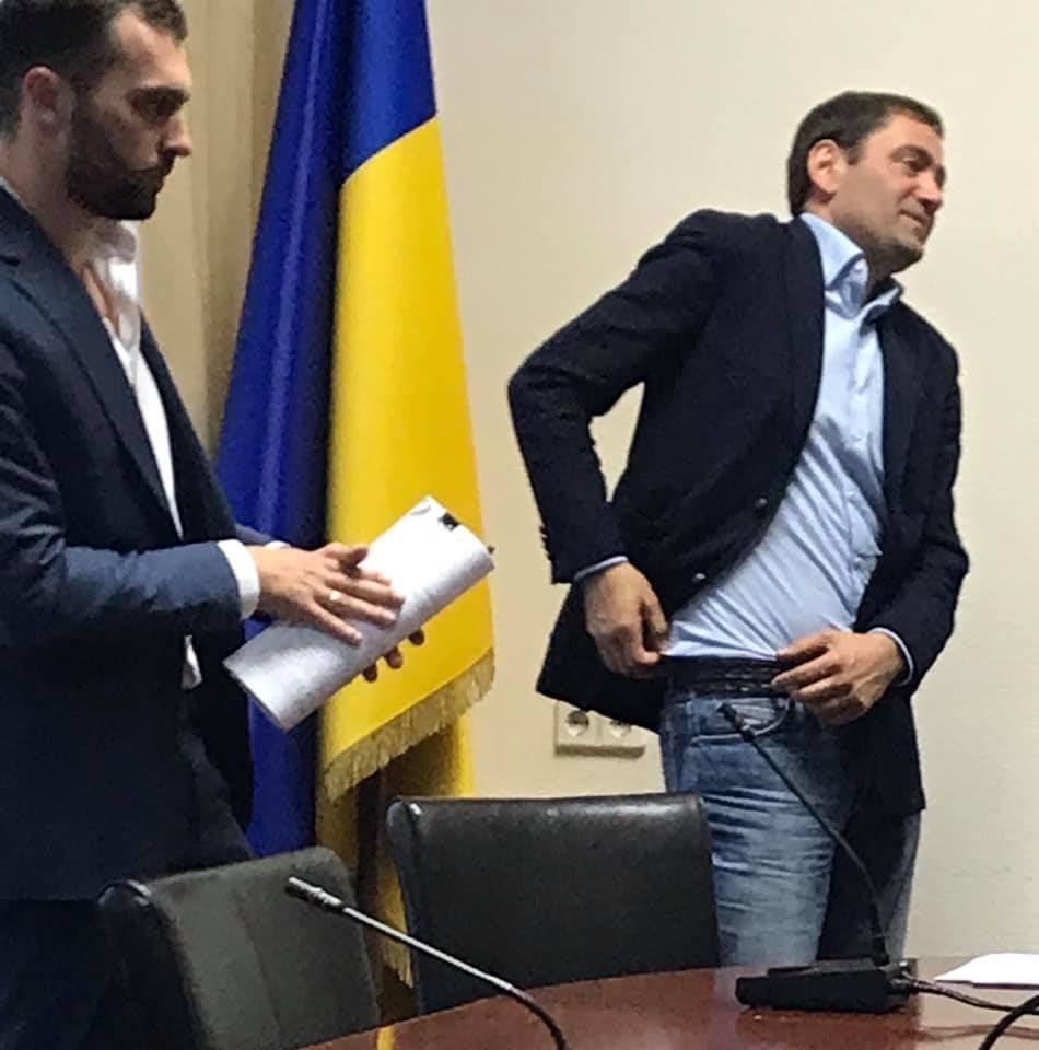 Засідання комітету Верховної Ради: зліва Андрій Астапов, справа – Борис Баум. Фото з Facebook журналіста Юрія Ніколова