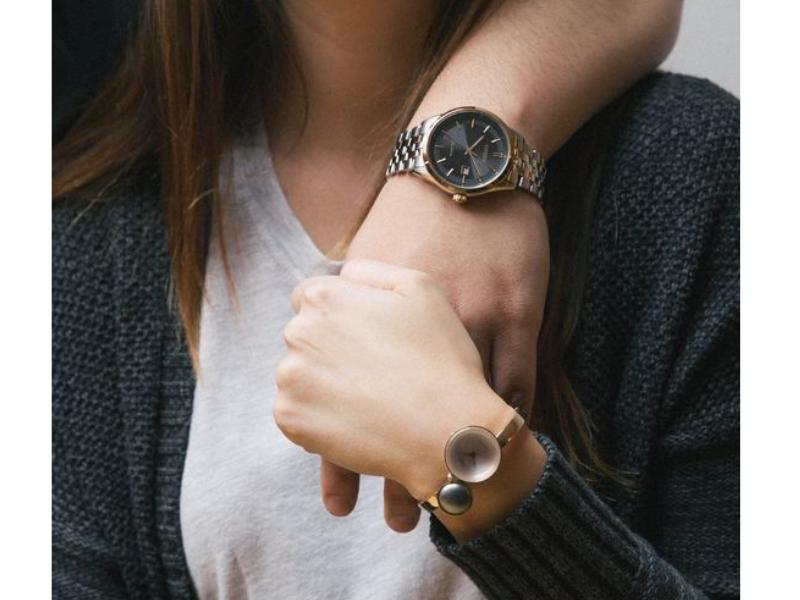 Đồng hồ cặp- một sự lựa chọn không tồi để khẳng định tình yêu