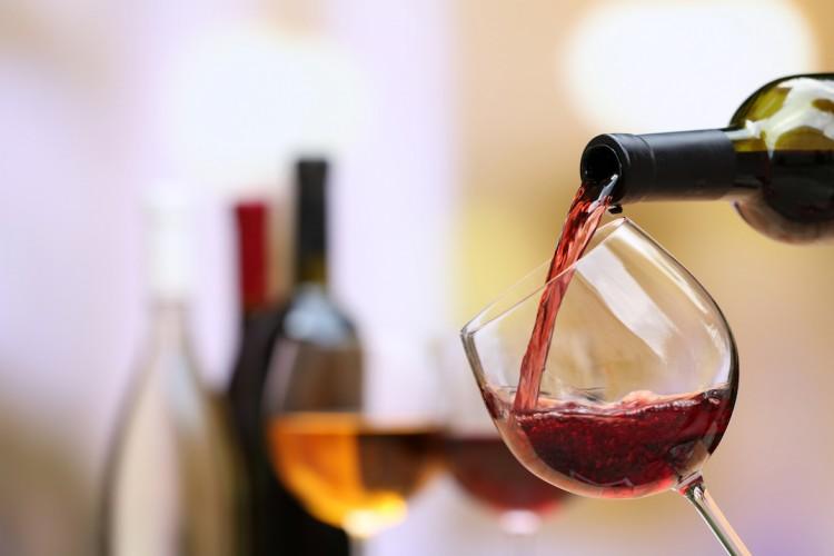 Những lợi ích tuyệt vời khi uống rượu vang ngọt