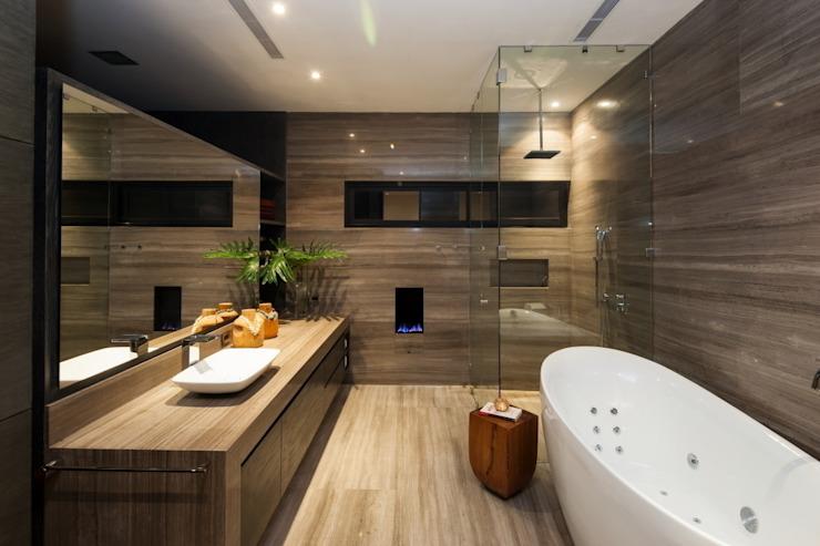 Phòng tắm phong cách hiện đại bởi GLR Arquitectos Hiện đại