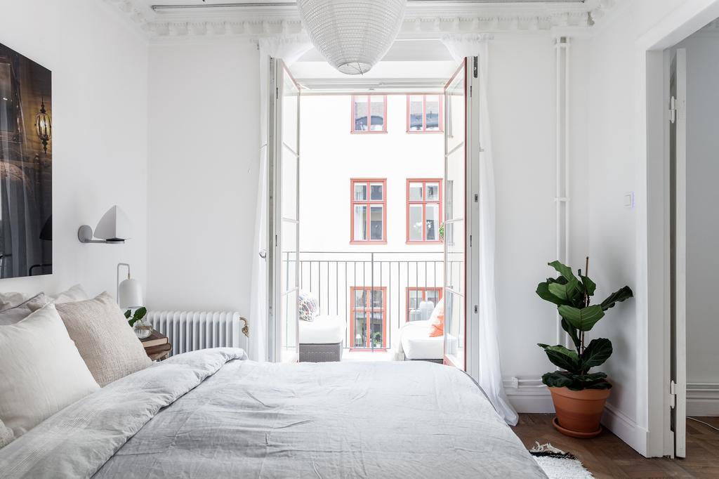Изображение выглядит как внутренний, кровать, стена, комната  Автоматически созданное описание