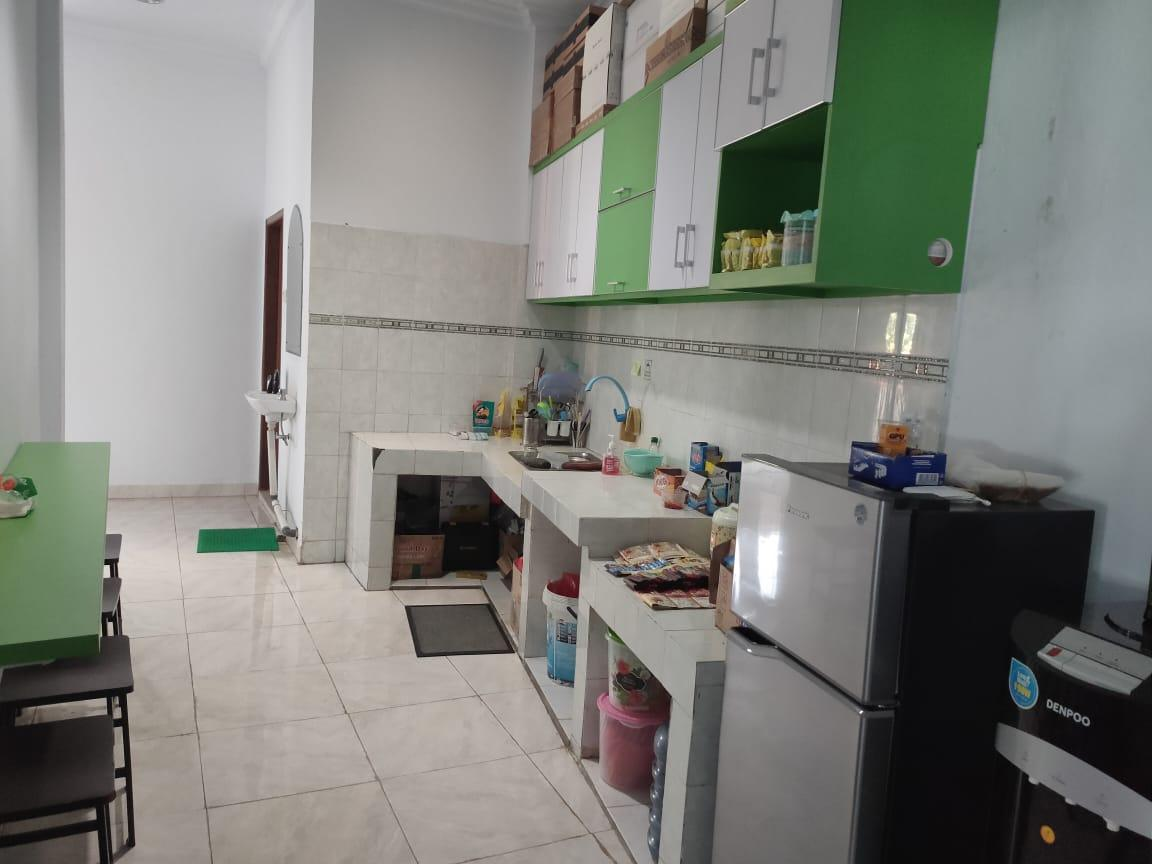A kitchen with green walls  Description automatically generated