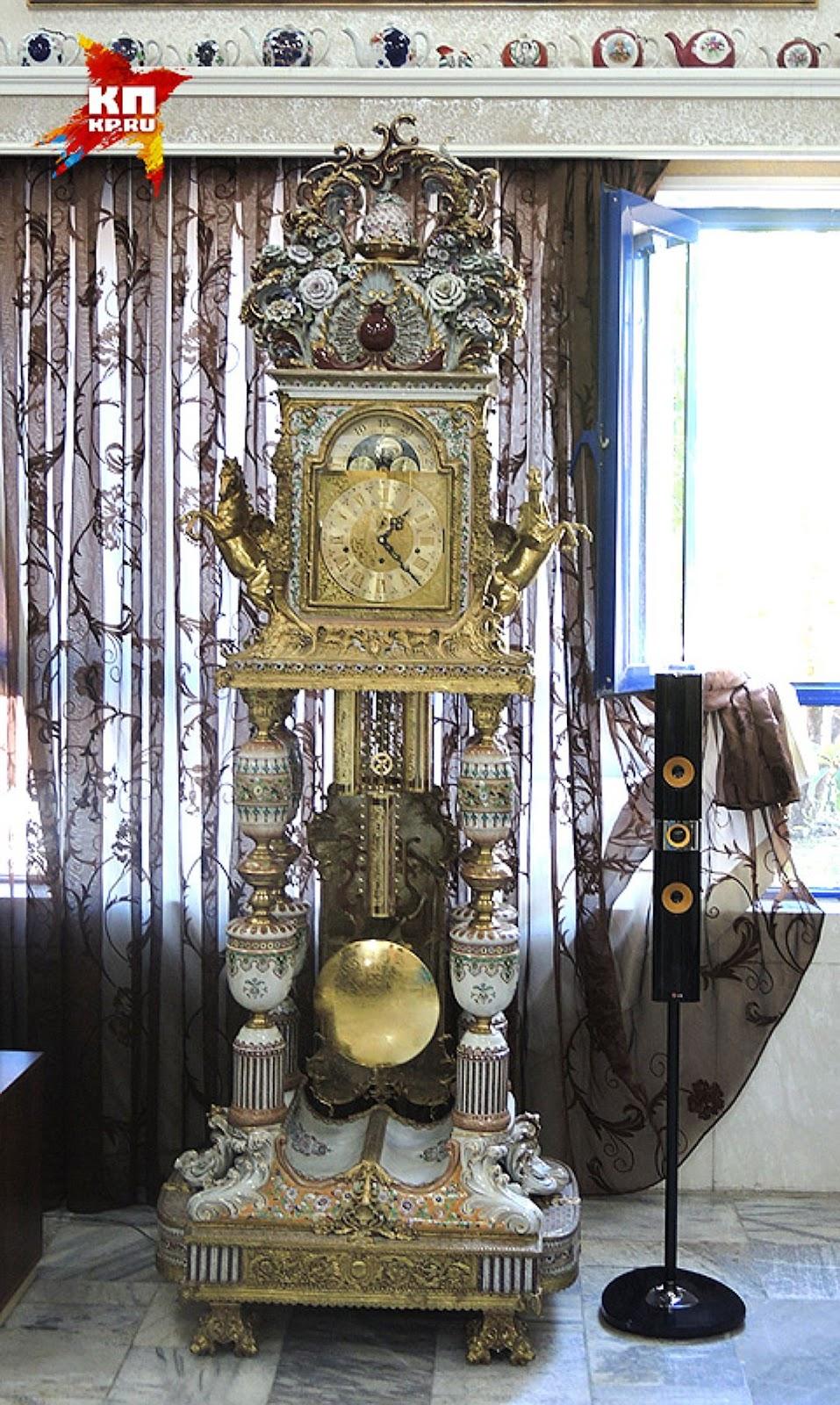 Трехсотлетние часы Романовых, купленные иракским мультимиллионером за три миллиона долларов. Фото: Дарья АСЛАМОВА