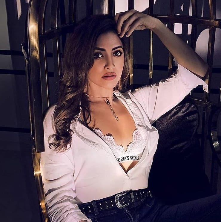 Mamatha mohandas latest photos in Victoria Secret Bra Navel Queens