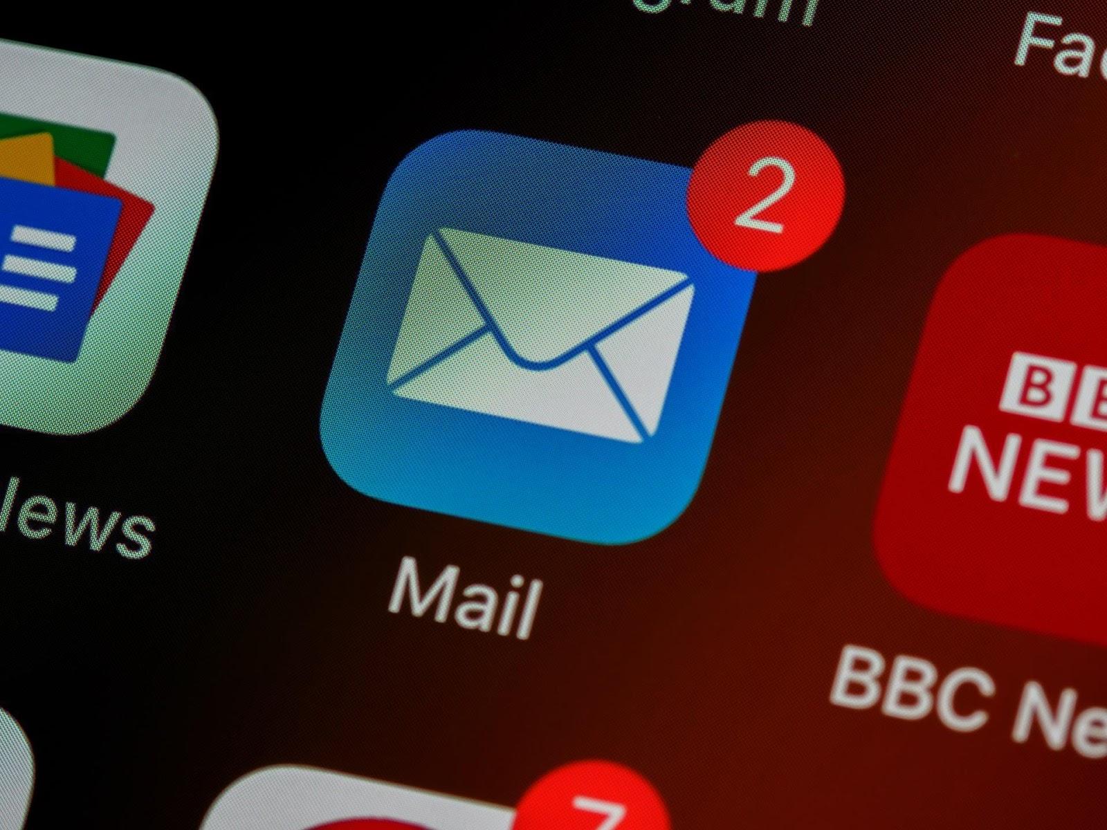 Fazer uma limpeza no e-mail também ajuda a ter um celular organizado