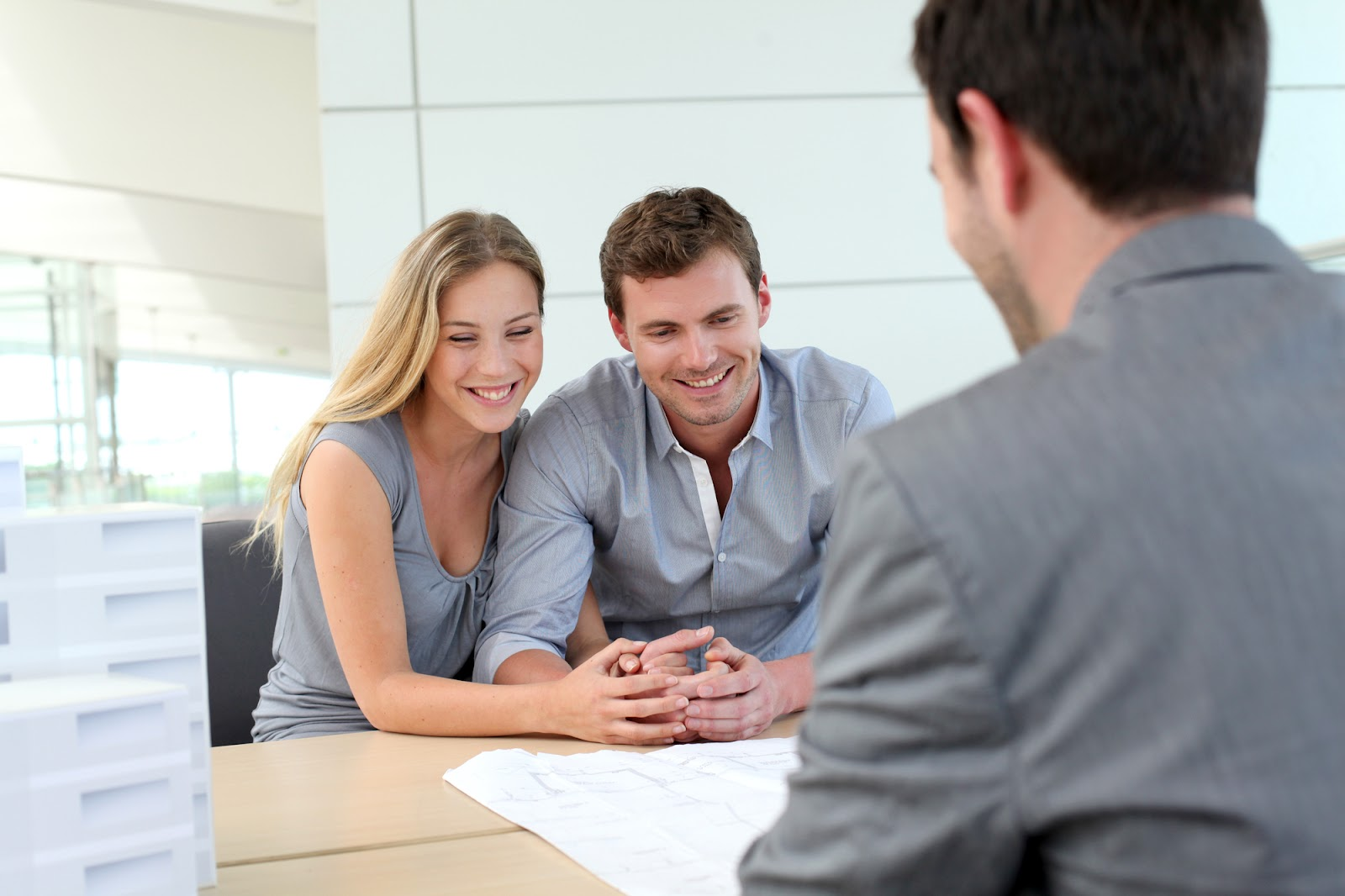 Couple looking for an alternative mortgage financing option from private money lender
