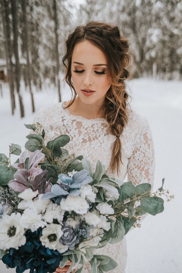 effortless-whimsical-natural-fishtail-braid-bridal-hairstyles-wedding-trend-2020-look-for-the-light-photo-video