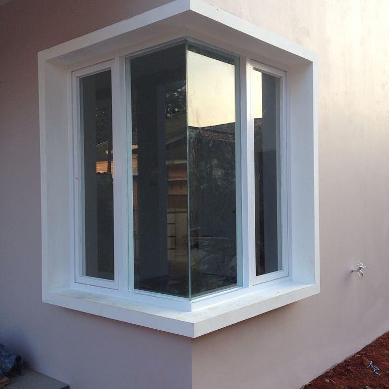 Jendela sudut dengan daun jendela