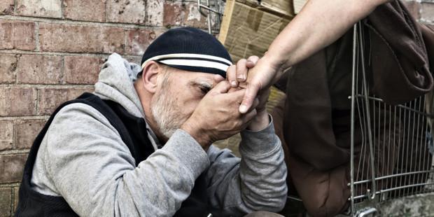 Tin giả: Đức Thánh Cha Phanxico không ra ngoài vào ban đêm để tặng thức ăn cho người nghèo