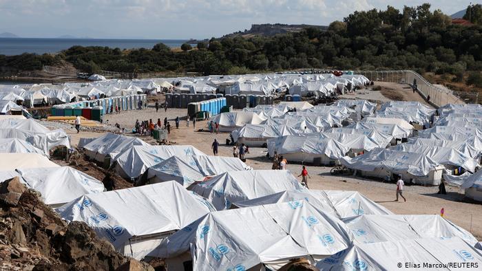 اردوگاه کاراتپه که بعد از سوختن اردوگاه موریا ایجاد شد
