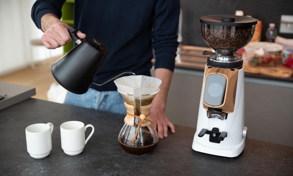 brewing coffee with a chemex