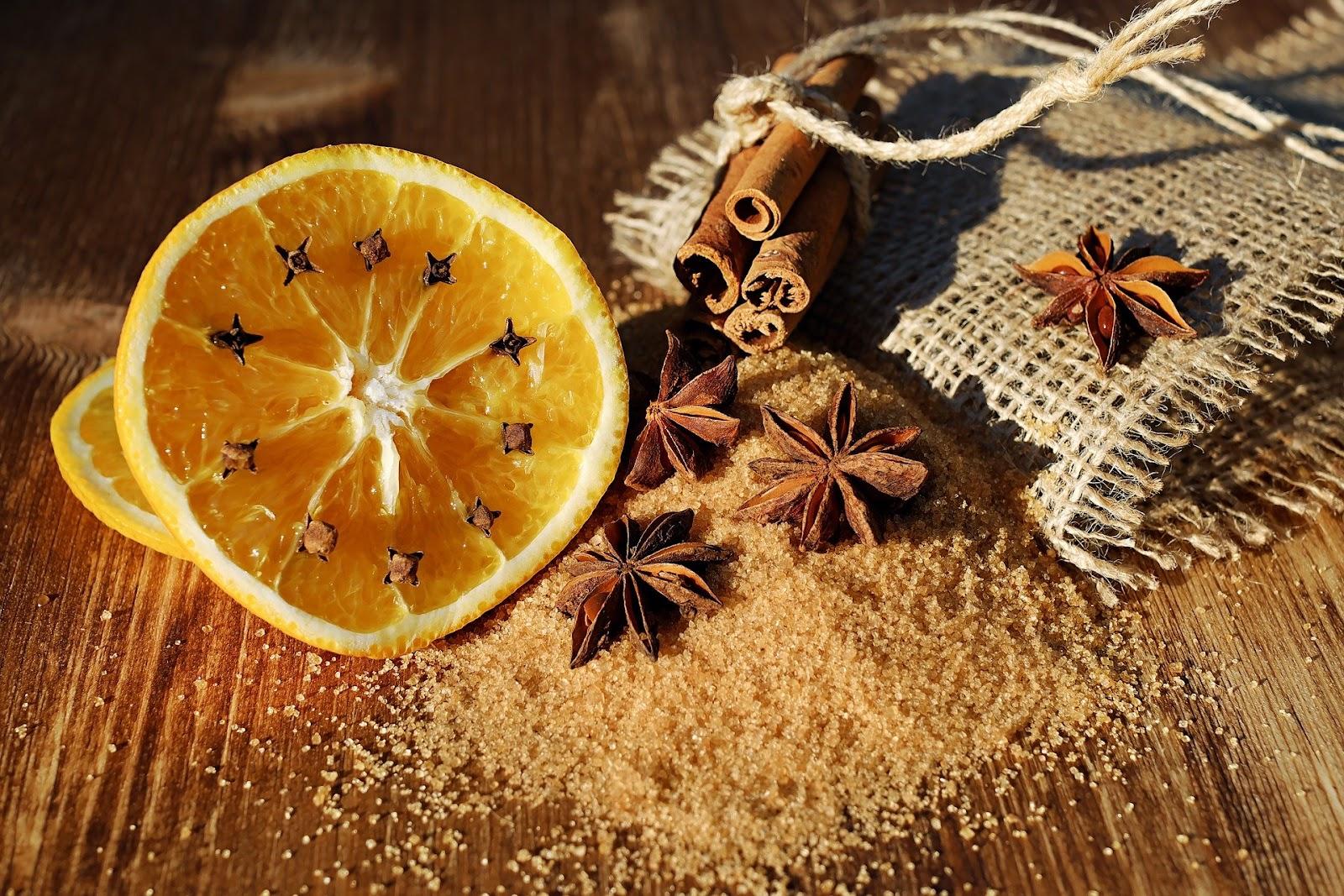 Laranja, cravo e anis: itens com cheiros característicos podem ser usados no treino olfativo.