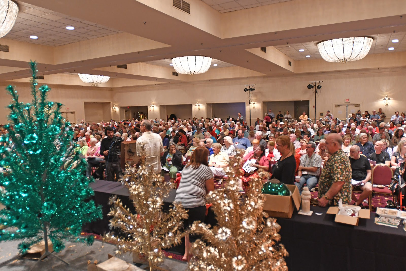Auction floor of the 2018 Golden Glow Convention in Cincinnati, Ohio. Photo courtesy of The Golden Glow of Christmas Past.