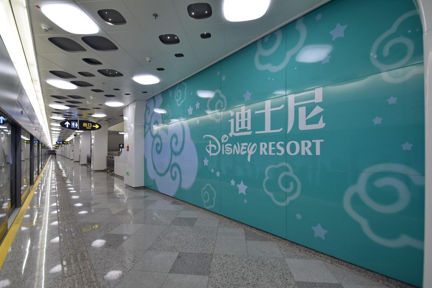 https://upload.wikimedia.org/wikipedia/commons/4/41/Disney_Resort_Station_Line_11_Platform_2.jpg