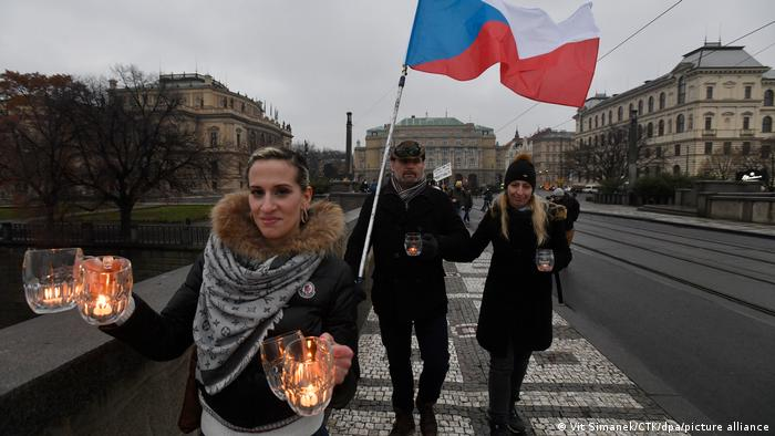 Протест проти занадто суворого локдауну у Чехії у Празі в січні 2021 року