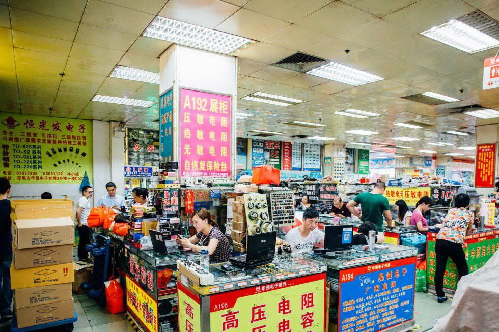 Mercado de eletrônicos no bairro de Huaqiangbei, em Shenzhen
